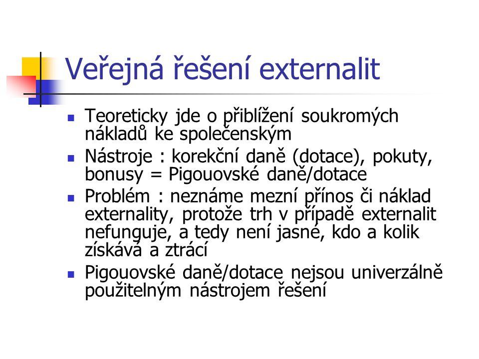 Veřejná řešení externalit Teoreticky jde o přiblížení soukromých nákladů ke společenským Nástroje : korekční daně (dotace), pokuty, bonusy = Pigouovsk