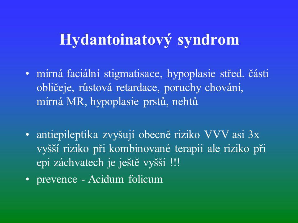 Hydantoinatový syndrom mírná faciální stigmatisace, hypoplasie střed. části obličeje, růstová retardace, poruchy chování, mírná MR, hypoplasie prstů,