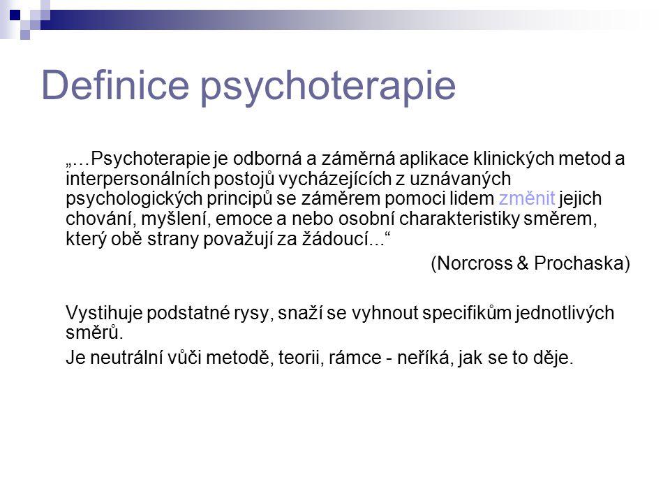 """Definice psychoterapie """"…Psychoterapie je odborná a záměrná aplikace klinických metod a interpersonálních postojů vycházejících z uznávaných psycholog"""