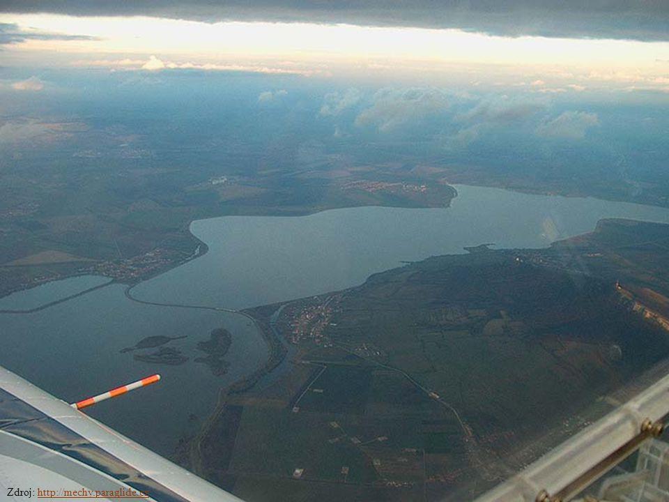 Martin Pavlík; říjen 20043 Obsah Historie Vodní dílo Nové Mlýny V čem je problém.