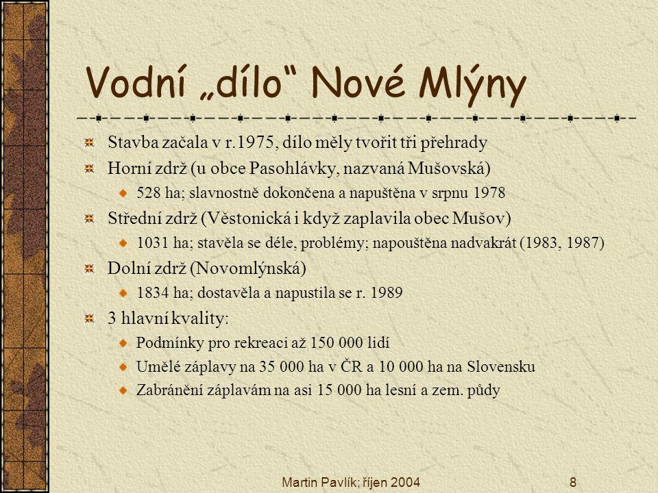 """Martin Pavlík; říjen 20048 Vodní """"dílo"""" Nové Mlýny Stavba začala v r.1975, dílo měly tvořit tři přehrady Horní zdrž (u obce Pasohlávky, nazvaná Mušovs"""