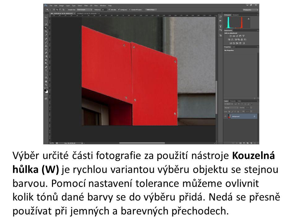 Výběr určité části fotografie za použití nástroje Kouzelná hůlka (W) je rychlou variantou výběru objektu se stejnou barvou.