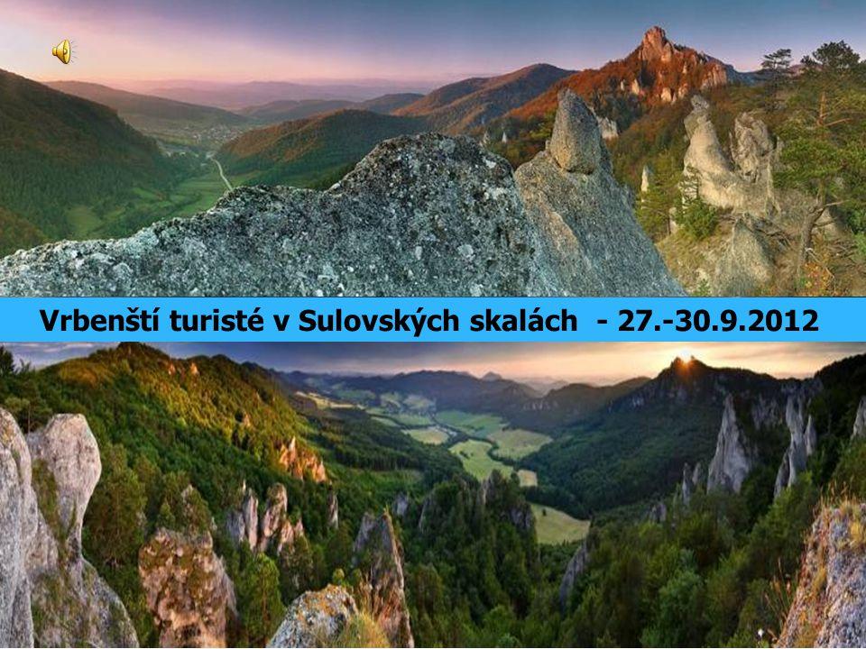 Po červené na sedlo Pod Roháčem (718 m) Z parkoviště po červené na Louku pri kamenom hribe, dále Luka pod hradom (rozcestí se zelenou, kde jsme ráno nastoupili na hrad).