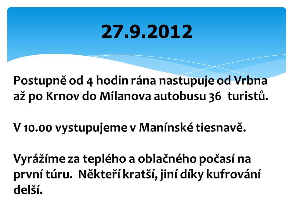 27.9.2012 Postupně od 4 hodin rána nastupuje od Vrbna až po Krnov do Milanova autobusu 36 turistů. V 10.00 vystupujeme v Manínské tiesnavě. Vyrážíme z