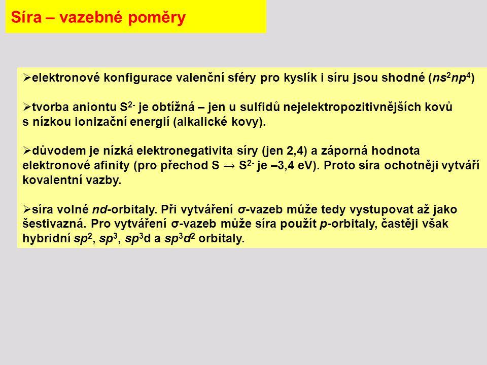 Síra – sloučeniny - kyselina sírová V bezvodé kyselině sírové však dochází nejen k autoprotolýze : 2 H 2 SO 4 H 3 SO 4 + + HSO 4 - ale i k dalším rovnovážným reakcím 2 H 2 SO 4 H 3 O + + HS 2 O 7 - H 2 S 2 O 7 - + H 2 SO 4 H 3 SO 4 + + HS 2 O 7 -  čistá bezvodá H 2 SO 4 není v kapalném stavu jednoduchou látkou, ale obsahuje nejméně sedm dobře definovaných částic ve vzájemné dynamické rovnováze.