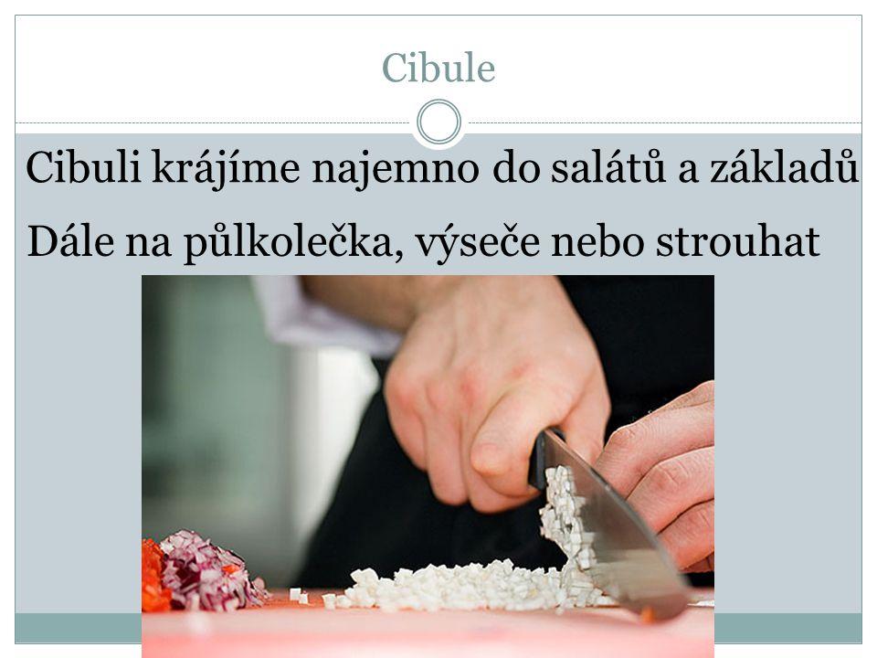 Cibule Dále na půlkolečka, výseče nebo strouhat Cibuli krájíme najemno do salátů a základů