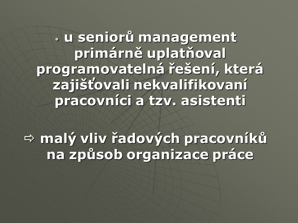 u seniorů management primárně uplatňoval programovatelná řešení, která zajišťovali nekvalifikovaní pracovníci a tzv. asistenti u seniorů management pr