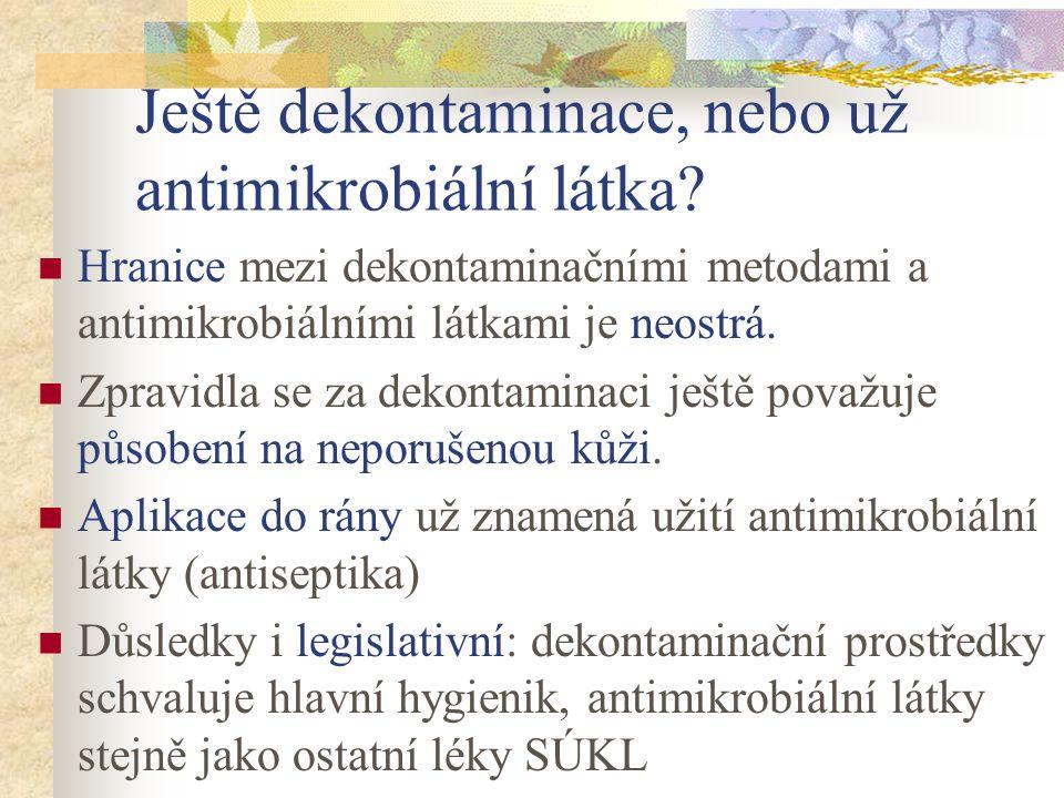 Druhy antimikrobiálních látek Látky působící celkově: Antiparazitární látky proti parazitům Antimykotika proti kvasinkám a vláknitým houbám Antivirotika proti virům Antituberkulotika proti mykobakteriím Antibiotika proti bakteriím (přírodního původu) Antibakteriální chemoterapeutika také proti bakteriím, ale syntetická V poslední době se stírají rozdíly mezi posledními dvěma Látky působící lokálně: antiseptika