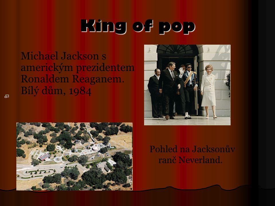 King of pop Michael Jackson s americkým prezidentem Ronaldem Reaganem. Bílý dům, 1984 Pohled na Jacksonův ranč Neverland.