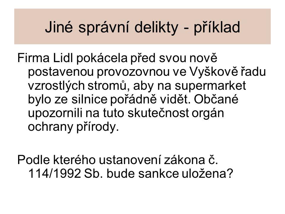 Jiné správní delikty - příklad Firma Lidl pokácela před svou nově postavenou provozovnou ve Vyškově řadu vzrostlých stromů, aby na supermarket bylo ze
