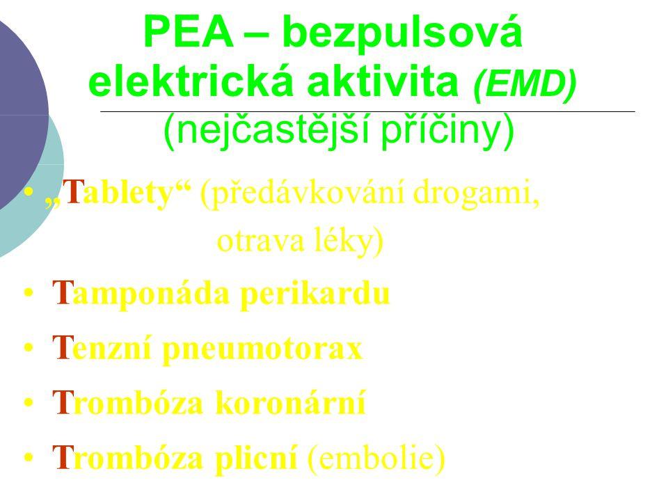 """PEA – bezpulsová elektrická aktivita (EMD) (nejčastější příčiny) """"Tablety"""" (předávkování drogami, otrava léky) Tamponáda perikardu Tenzní pneumotorax"""