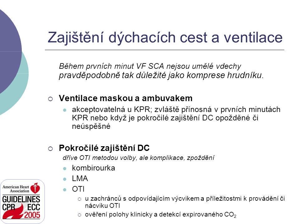 Po zajištění dýchacích cest  2 zachránci již neposkytují cykly KPR (komprese přerušené pauzou pro ventilaci)  1.