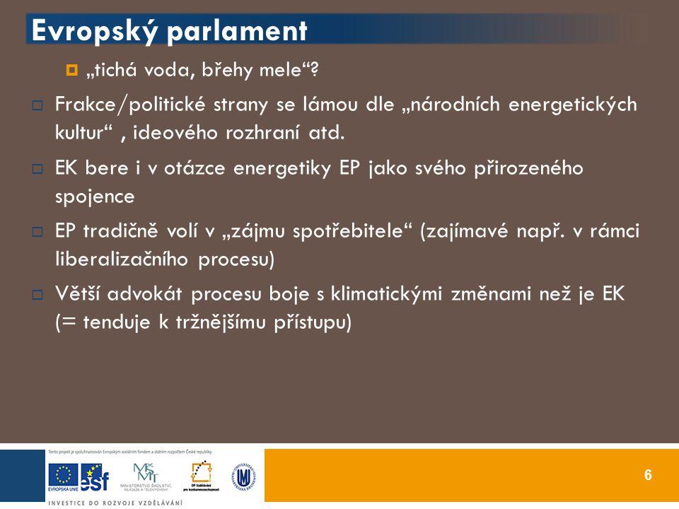 """3 +2 národních zájmů národních států  Leimbach – Müller (2008): bezpečnost dodávek, ekonomická efektivita, environmentální udržitelnost + svobodná volba ve výběru energetických zdrojů (VB) + sociální faktor nastavení energetiky (Fr)  = vzniká solidní základna pro EEP, ALE """"ďábel je skrytý v detailech  Základní rozdíl v přístupech u """"velké 3 (ambice ovlivňovat a tvarovat celou EEP, proaktivní přístup) x např."""