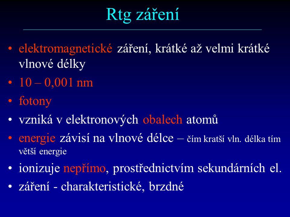 Rtg záření ––––––––––––––––––––––––––––––––––––––––––––––––––––––––––– elektromagnetické záření, krátké až velmi krátké vlnové délky 10 – 0,001 nm fotony vzniká v elektronových obalech atomů energie závisí na vlnové délce – čím kratší vln.