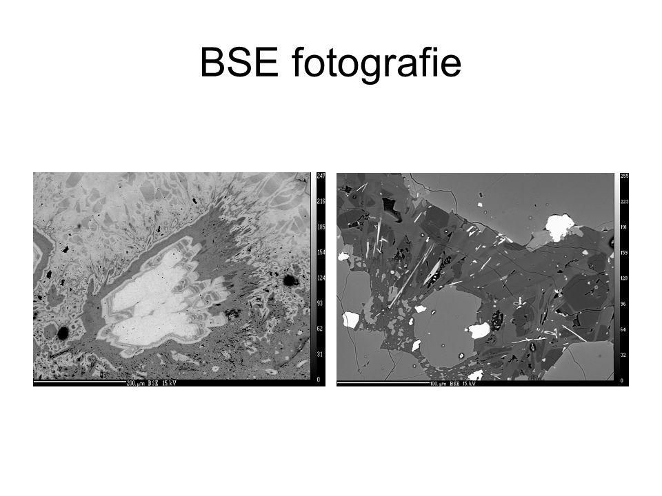"""scintilační BSE detektor """"ROBINSON detector"""