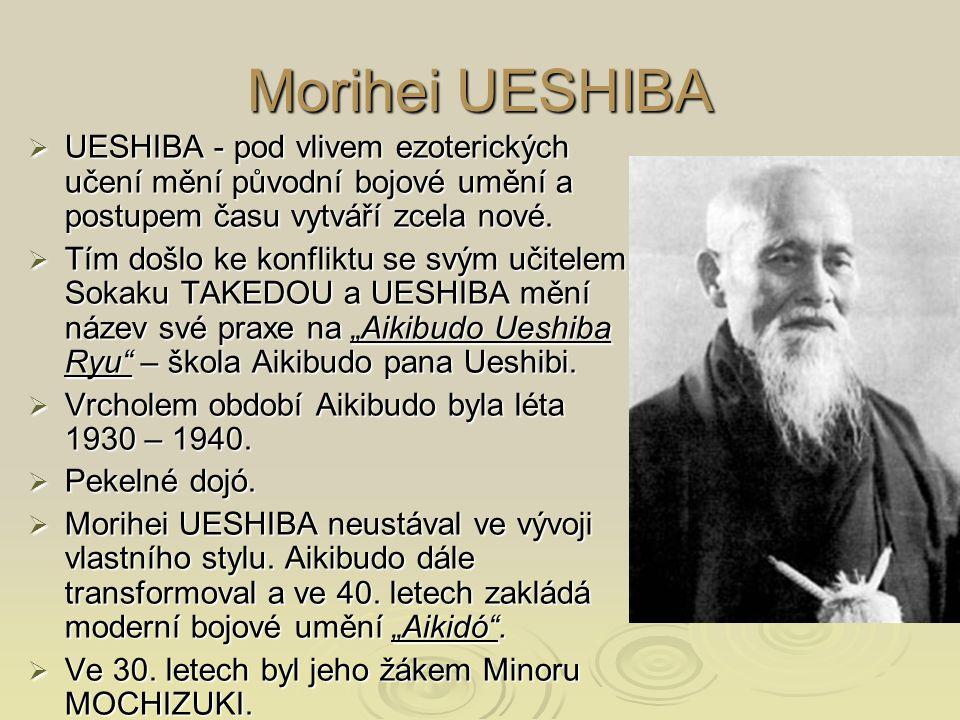 Morihei UESHIBA  UESHIBA - pod vlivem ezoterických učení mění původní bojové umění a postupem času vytváří zcela nové.  Tím došlo ke konfliktu se sv