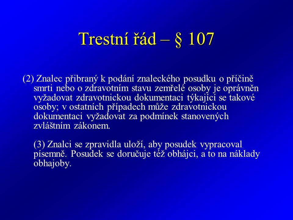 Trestní řád – § 107 (2) Znalec přibraný k podání znaleckého posudku o příčině smrti nebo o zdravotním stavu zemřelé osoby je oprávněn vyžadovat zdravo