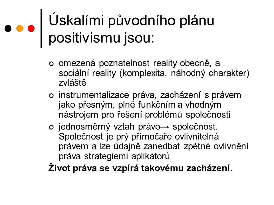 Úskalími původního plánu positivismu jsou: omezená poznatelnost reality obecně, a sociální reality (komplexita, náhodný charakter) zvláště instrumentalizace práva, zacházení s právem jako přesným, plně funkčním a vhodným nástrojem pro řešení problémů společnosti jednosměrný vztah právo→ společnost.
