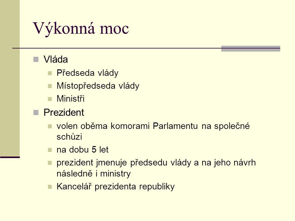 Zákonodárná moc Parlament České republiky Poslaneckou sněmovna 200 poslanců volených na 4leté období podle poměrného systému s 5% uzavírací klauzulí Senát má 81 členů volba většinovým dvoukolovým systémem na 6 let volby do Senátu se konají každé dva roky obměňuje se vždy 1/3 senátorů první volby do Senátu proběhly v roce 1996