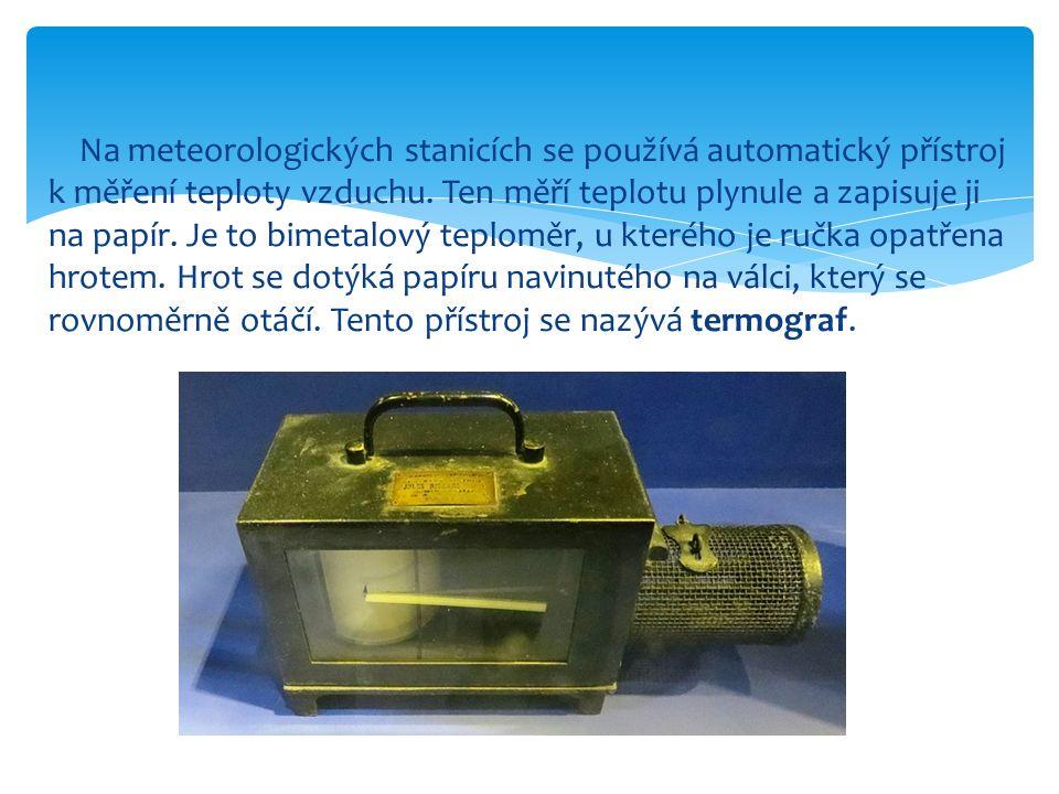 Na meteorologických stanicích se používá automatický přístroj k měření teploty vzduchu.