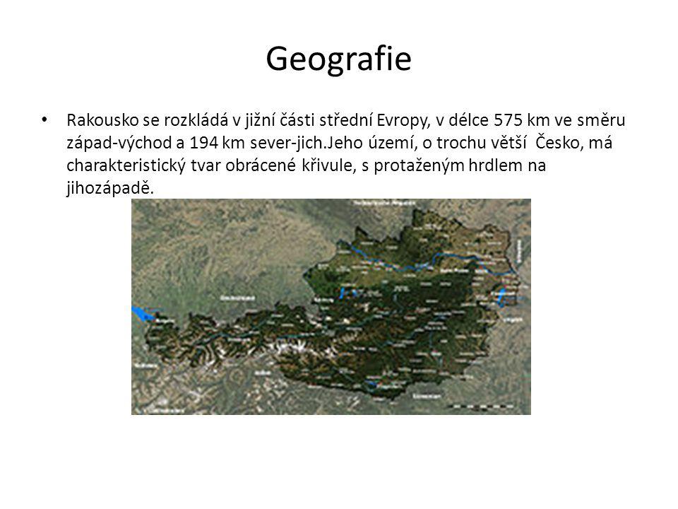 Geografie Rakousko se rozkládá v jižní části střední Evropy, v délce 575 km ve směru západ-východ a 194 km sever-jich.Jeho území, o trochu větší Česko, má charakteristický tvar obrácené křivule, s protaženým hrdlem na jihozápadě.