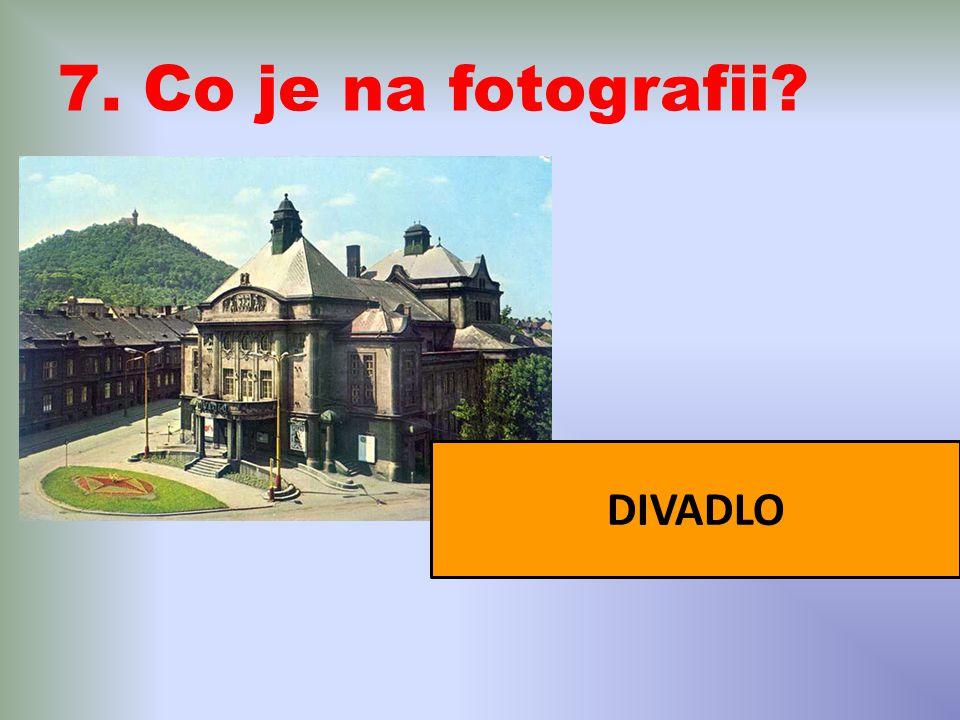 7. Co je na fotografii? DIVADLO