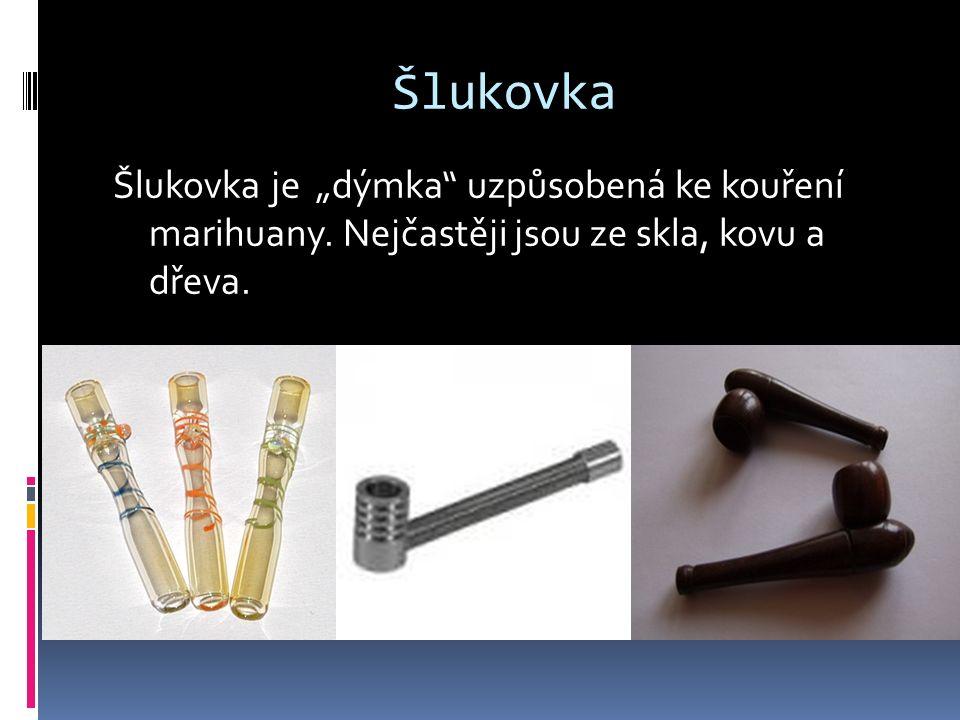 """Šlukovka Šlukovka je """"dýmka"""" uzpůsobená ke kouření marihuany. Nejčastěji jsou ze skla, kovu a dřeva."""