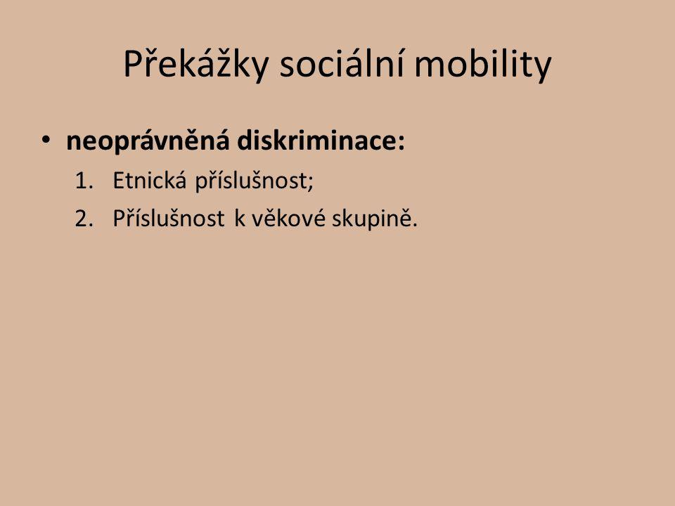 Přístup k roli 3 základní přístupy jedince k sociální roli: ztotožnění/identifikace; distanc/odstup (jedinec roli navenek hraje, avšak vnitřně se s ní neztotožní); odmítnutí role.
