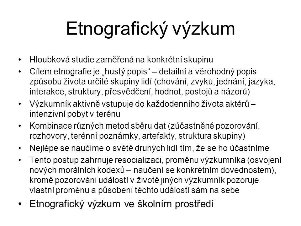 """Etnografický výzkum Hloubková studie zaměřená na konkrétní skupinu Cílem etnografie je """"hustý popis"""" – detailní a věrohodný popis způsobu života určit"""