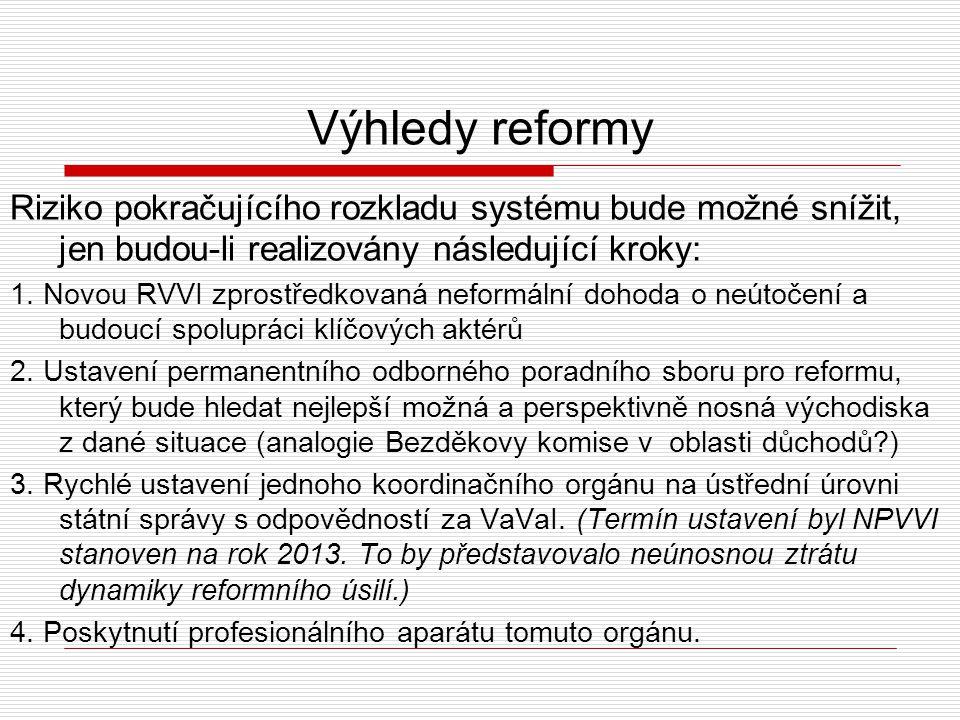 Výhledy reformy Riziko pokračujícího rozkladu systému bude možné snížit, jen budou-li realizovány následující kroky: 5.