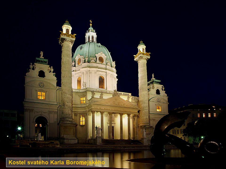 Nejslavnější část paláce Hofburgu – Michaelertor