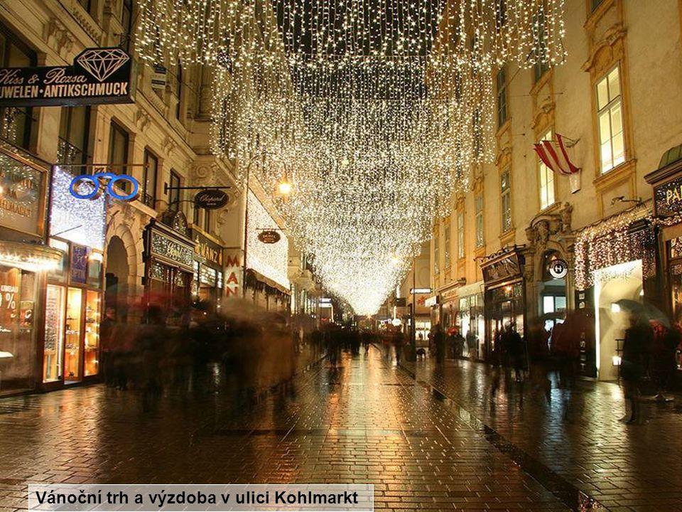 Vánoční trh a výzdoba v ulici Kohlmarkt