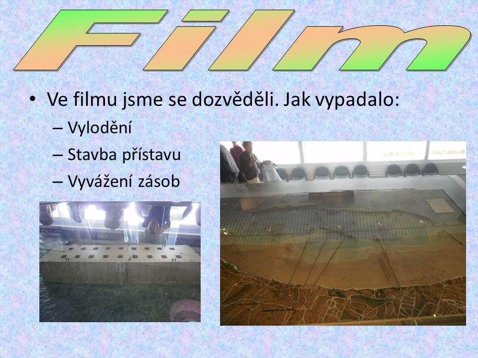 Ve filmu jsme se dozvěděli. Jak vypadalo: – Vylodění – Stavba přístavu – Vyvážení zásob