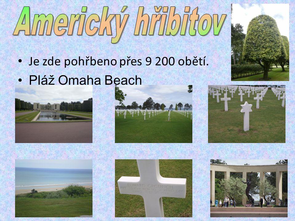 Je zde pohřbeno přes 9 200 obětí. Pláž Omaha Beach