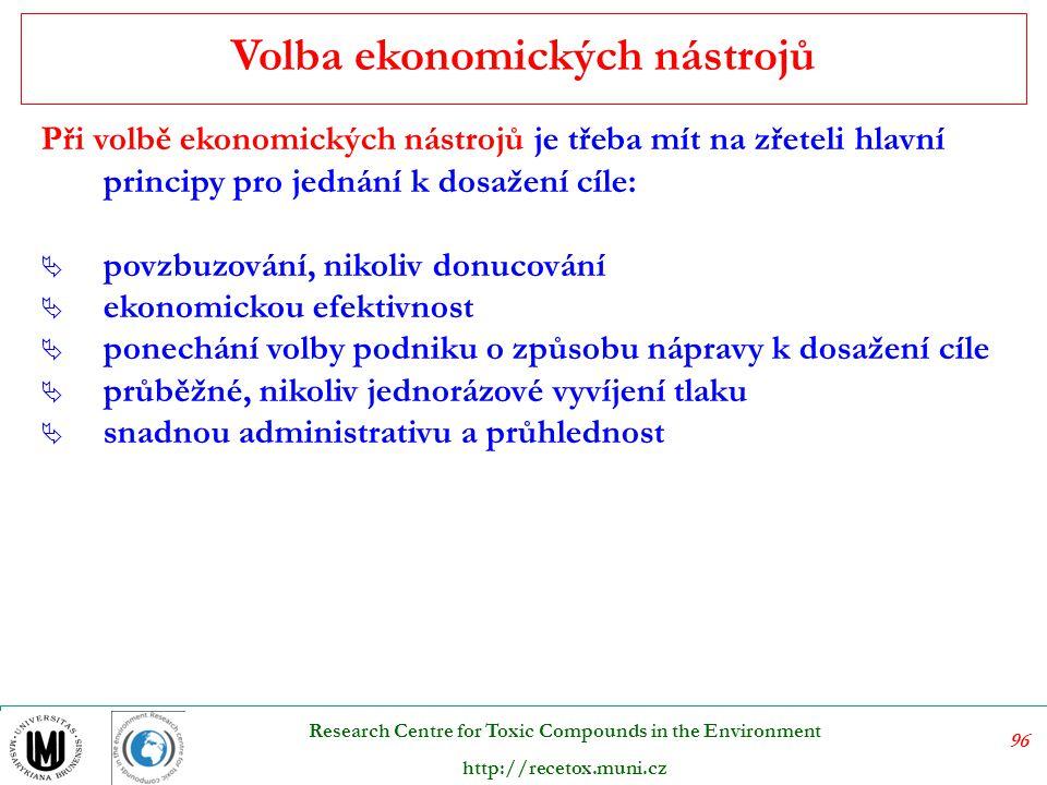 97 Research Centre for Toxic Compounds in the Environment http://recetox.muni.cz Mezi ekonomické nástroje negativní stimulace se řadí: a)Poplatky (za znečišťování či jiné zatěžování životního prostředí, za využívání přírodních zdrojů, uživatelské poplatky) b)Daně c)Obchodovatelná emisní povolení d)Nástroje k zajištění závazků či odpovědnosti K ekonomickým nástrojům pozitivní stimulace patří: a)Daňová zvýhodnění b)Dotace z veřejných rozpočtů c)Zvýhodněné půjčky a garance d)Úlevy při placení poplatků e)Depozitně refundační systémy Ekonomické nástroje pozitivní a negativní stimulace