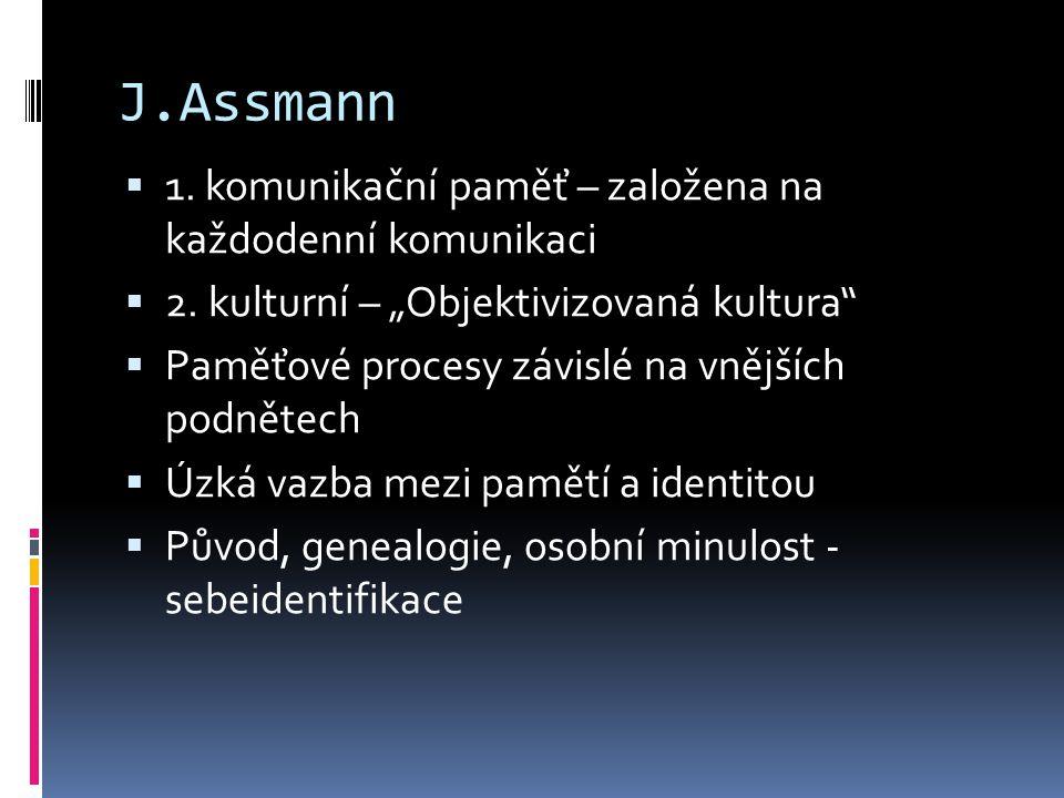 """J.Assmann  1. komunikační paměť – založena na každodenní komunikaci  2. kulturní – """"Objektivizovaná kultura""""  Paměťové procesy závislé na vnějších"""