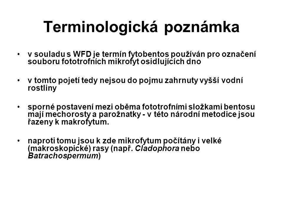 Terminologická poznámka v souladu s WFD je termín fytobentos používán pro označení souboru fototrofních mikrofyt osidlujících dno v tomto pojetí tedy nejsou do pojmu zahrnuty vyšší vodní rostliny sporné postavení mezi oběma fototrofními složkami bentosu mají mechorosty a parožnatky - v této národní metodice jsou řazeny k makrofytum.