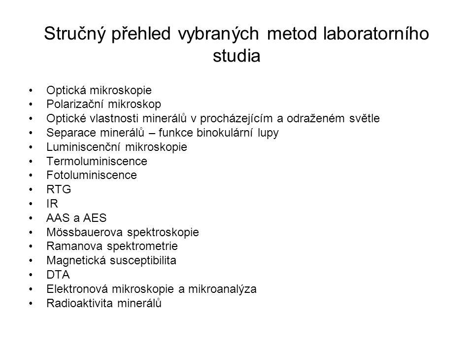 Stručný přehled vybraných metod laboratorního studia Optická mikroskopie Polarizační mikroskop Optické vlastnosti minerálů v procházejícím a odraženém