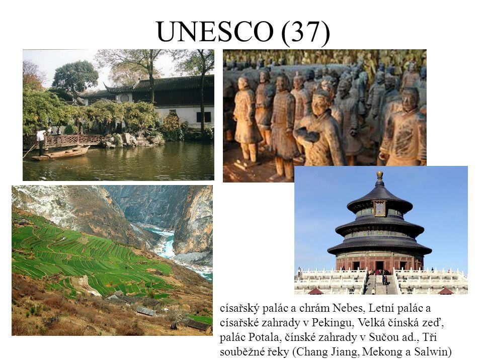 Mongolsko a KLDR Mongolsko Dobré přírodní předpoklady, ale špatná infrastruktura UNESCO: Orchon a Uvs núr KLDR CR je téměř vyloučen (organizované propagandistické zájezdy)