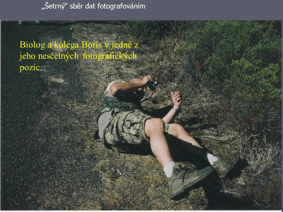 """Didaktika přírodních věd26 Biolog a kolega Boris v jedné z jeho nesčetných fotografických pozic. """"Šetrný"""" sběr dat fotografováním"""