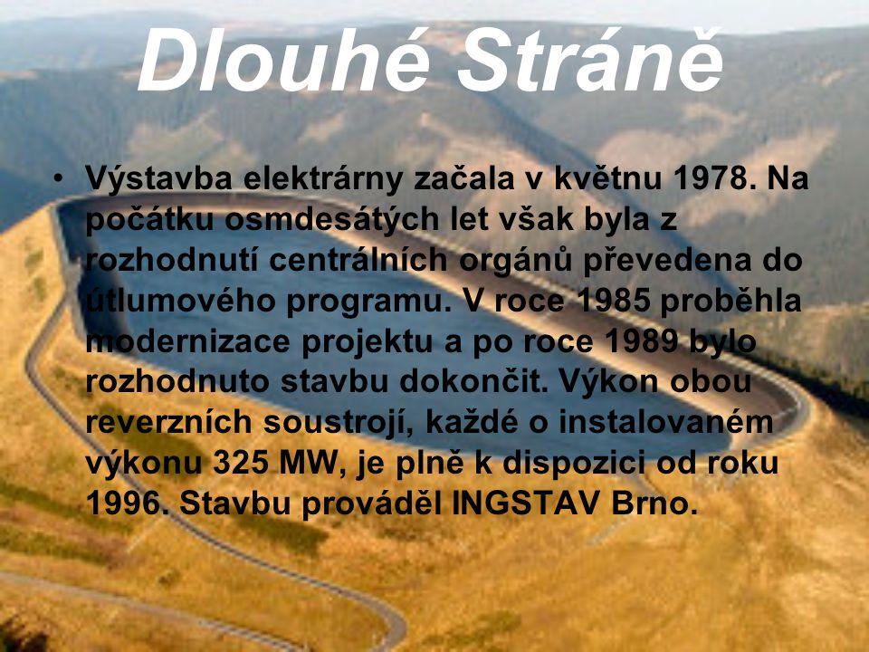 Dlouhé Stráně Při pohledu z Pradědu - nejvyšší hory Moravy směrem na západ si povšimnete hory s neobvykle rovným vrcholem.