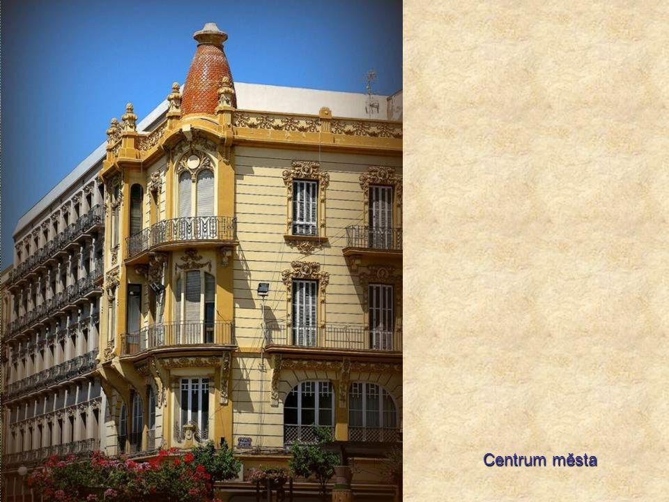 Koloniální španělská architektura se tady mísí s marockými prvky