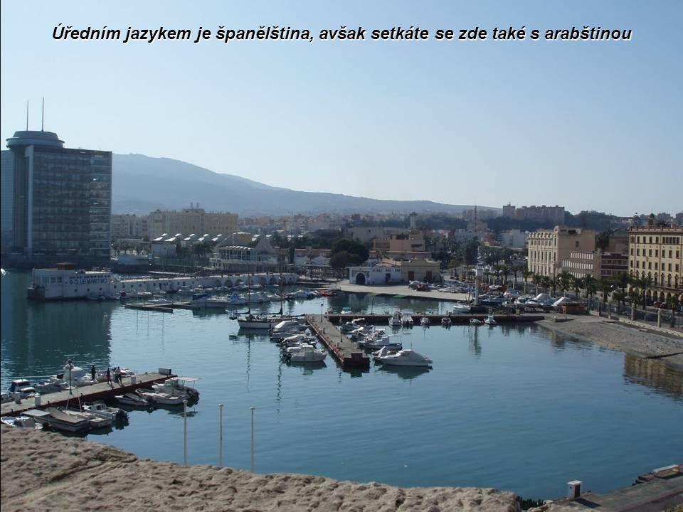 Místní potomci Španělů se však bojí, aby zdejší muslimové nedocílili připojení enklávy k Maroku, anebo aby početně nepřevýšili křesťanské obyvatelstvo