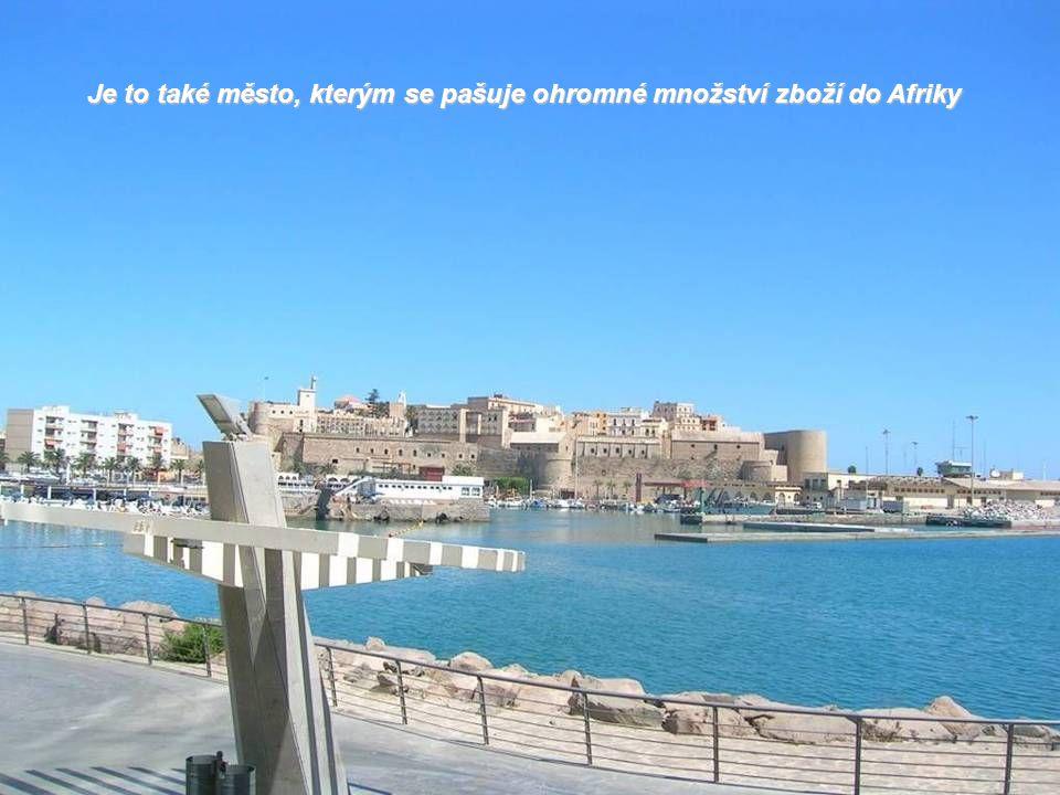 Určitou část příjmů pobírá Melilla také z pomocných fondů Španělska a Evropské unie
