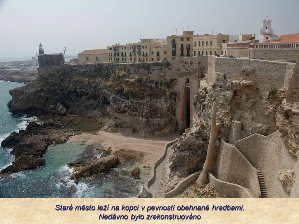 Staré město leží na kopci v pevnosti obehnané hradbami. Nedávno bylo zrekonstruováno