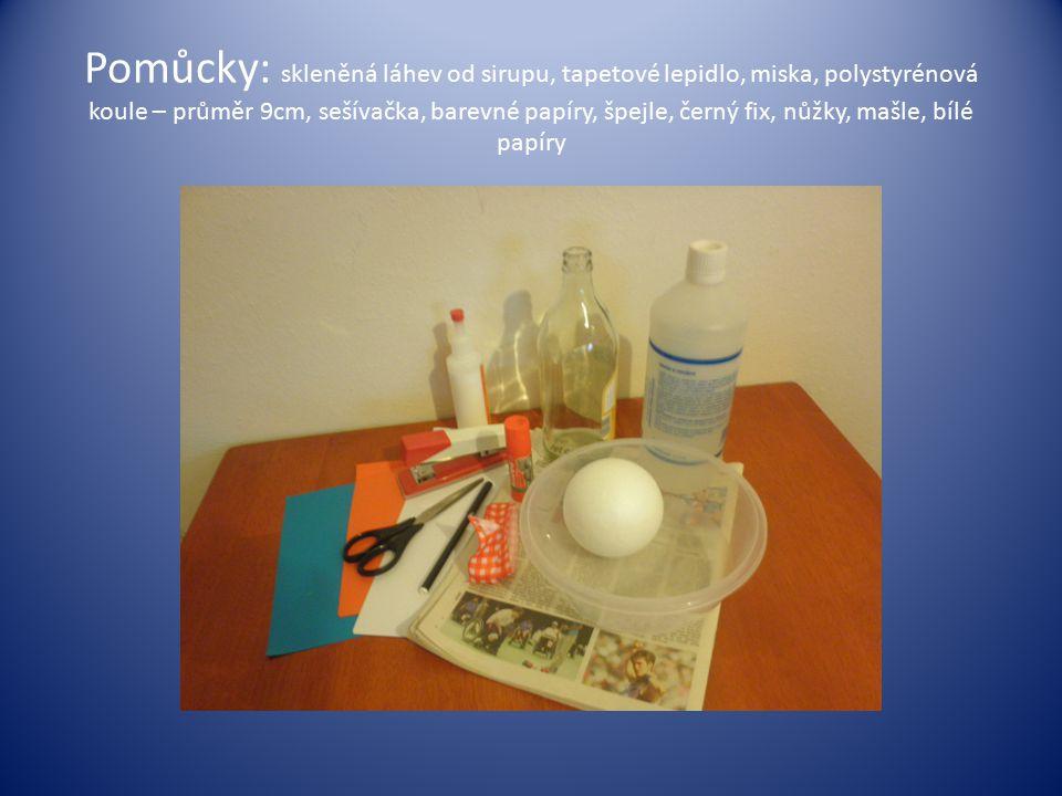 Pomůcky: skleněná láhev od sirupu, tapetové lepidlo, miska, polystyrénová koule – průměr 9cm, sešívačka, barevné papíry, špejle, černý fix, nůžky, mašle, bílé papíry