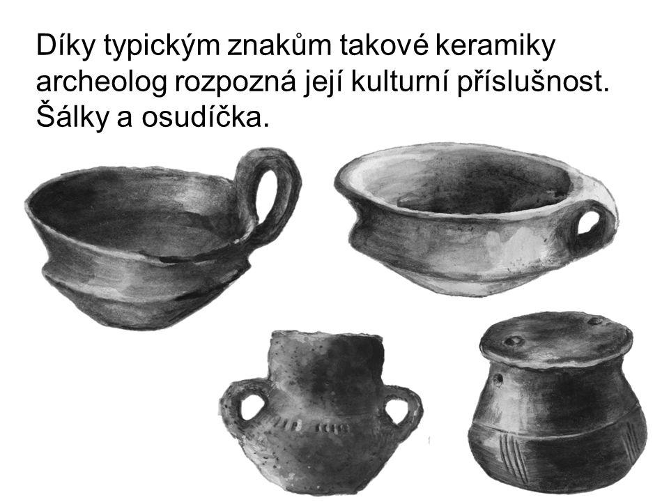Díky typickým znakům takové keramiky archeolog rozpozná její kulturní příslušnost. Šálky a osudíčka.