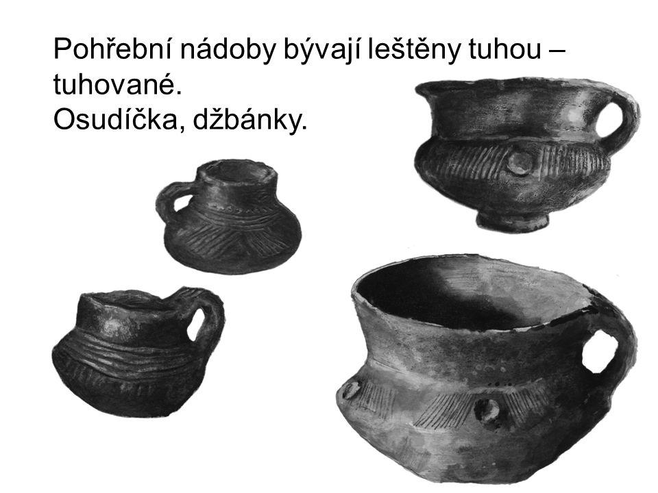 Pohřební nádoby bývají leštěny tuhou – tuhované. Osudíčka, džbánky.