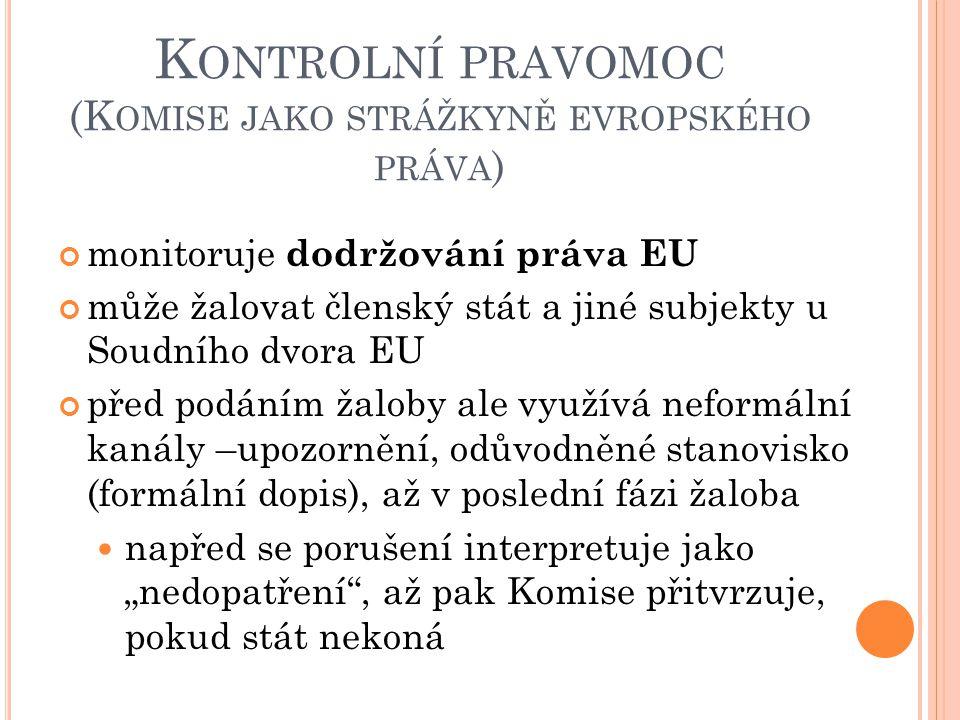 """K ONTROLNÍ PRAVOMOC (K OMISE JAKO STRÁŽKYNĚ EVROPSKÉHO PRÁVA ) monitoruje dodržování práva EU může žalovat členský stát a jiné subjekty u Soudního dvora EU před podáním žaloby ale využívá neformální kanály –upozornění, odůvodněné stanovisko (formální dopis), až v poslední fázi žaloba napřed se porušení interpretuje jako """"nedopatření , až pak Komise přitvrzuje, pokud stát nekoná"""