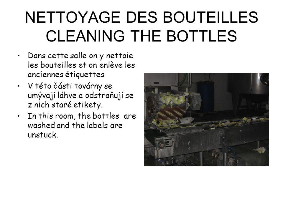 NETTOYAGE DES BOUTEILLES CLEANING THE BOTTLES Dans cette salle on y nettoie les bouteilles et on enlève les anciennes étiquettes V této části továrny se umývají láhve a odstraňují se z nich staré etikety.